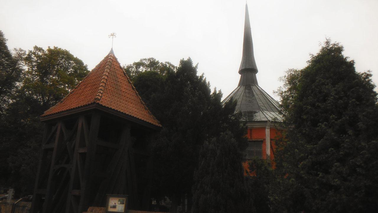 Griebenow Schlosskapelle und Glockenstuhl