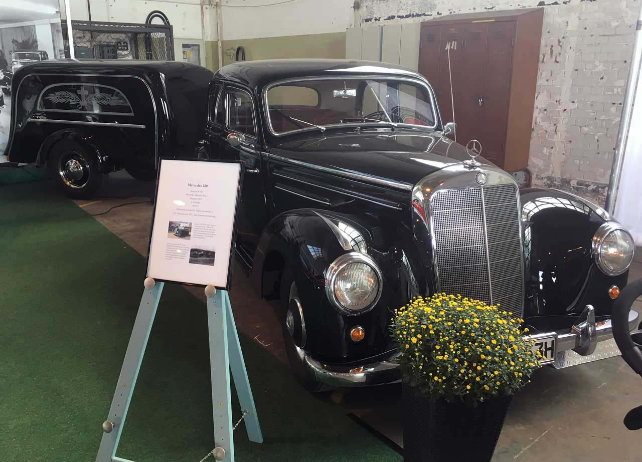 Bestattungswagen mit Anhänger Mercedes 220