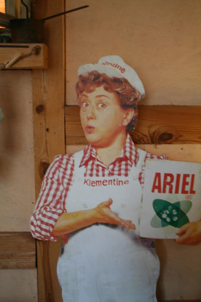 Werbeschild Ariel mit der Klementine. Mit richtigen Namen hieß sie Johanna König