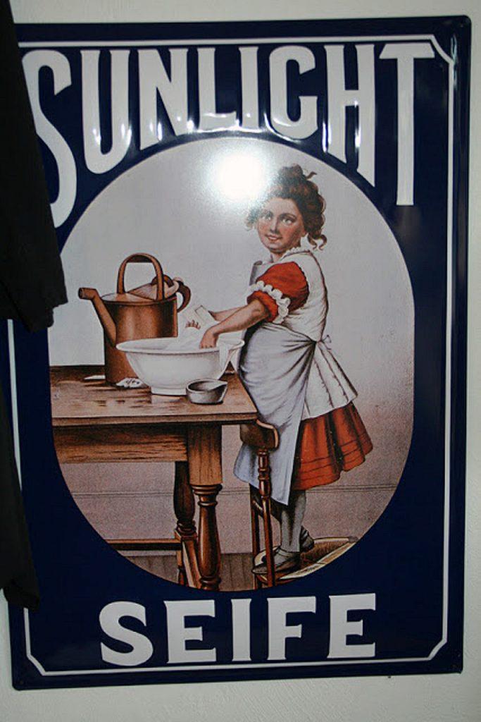 Altes Werbeschild aus Emaille von Sunlicht