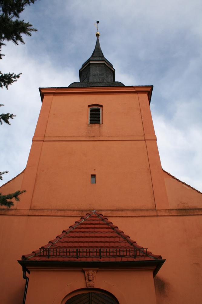Ribbeck evangelische Kirchengemeinde. Kirche und Glockenturm