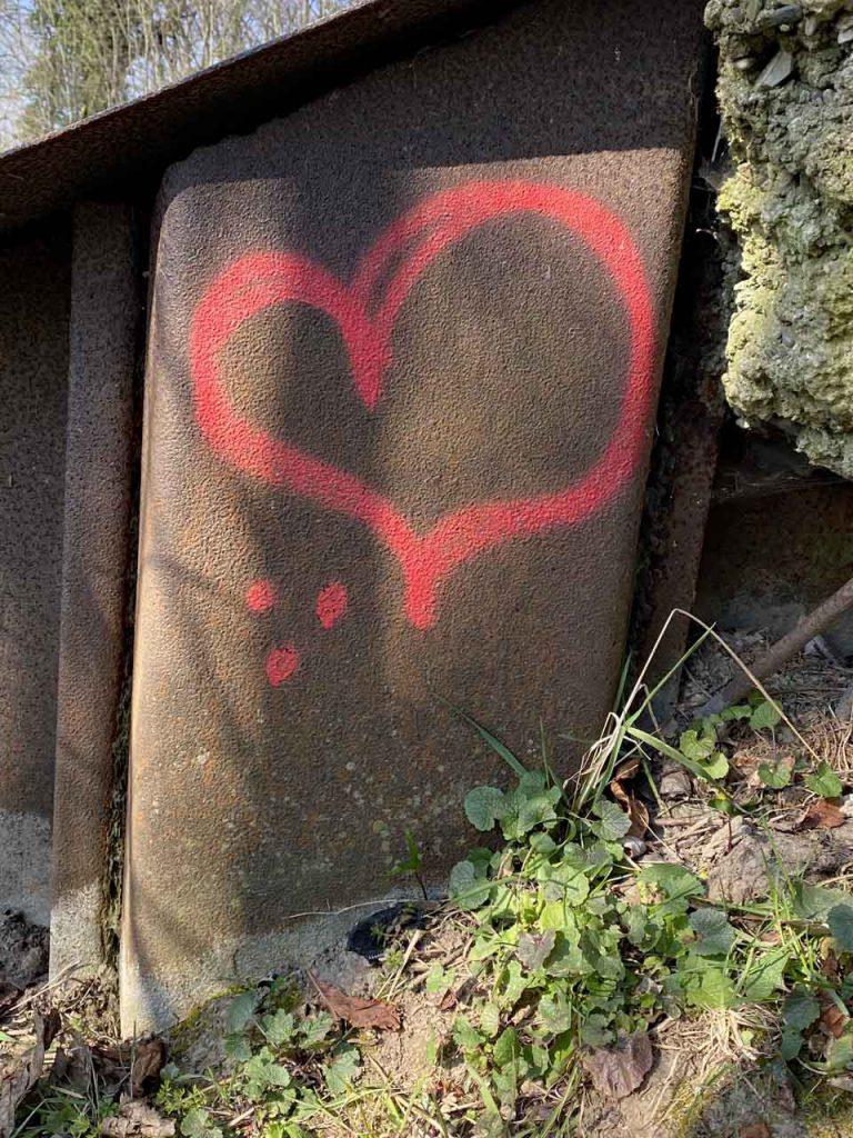 Rotes und herziges aus meiner Umgebung Graffitti herz an der Brücke