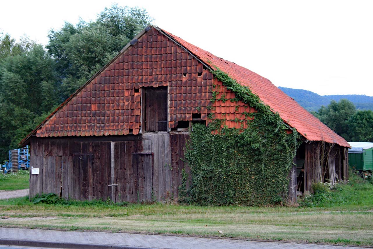 Irgendwo auf dem Land verlassenes Gebäude in Brüggen