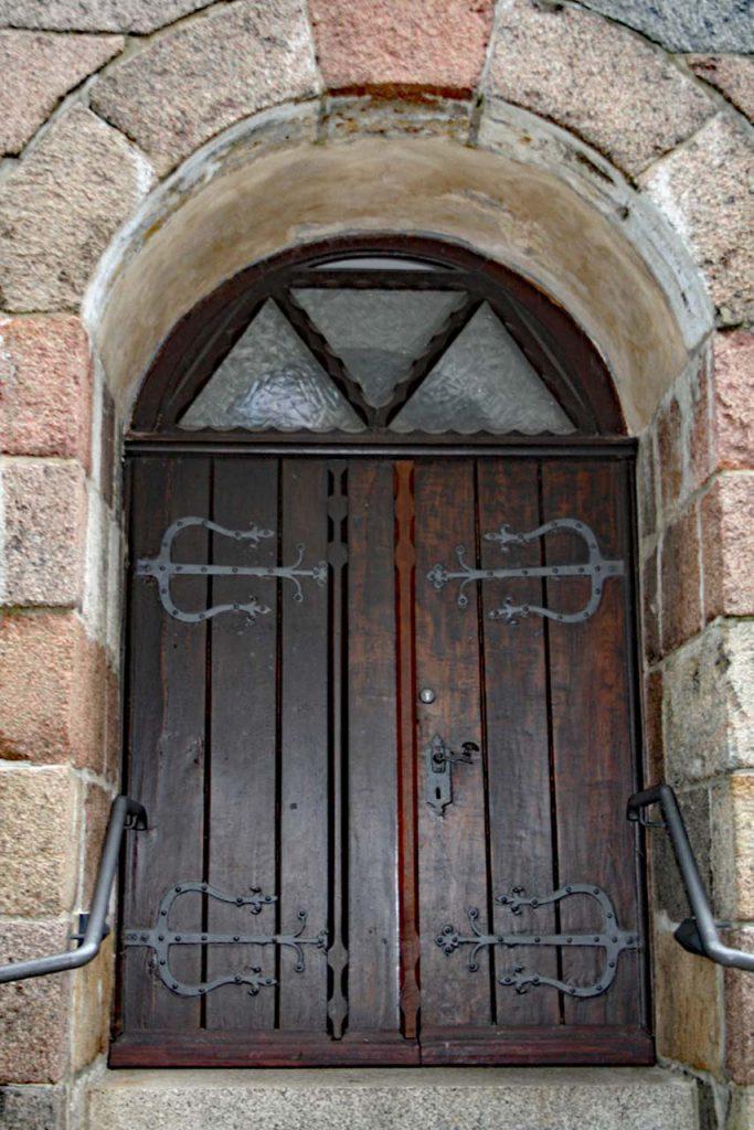 Borbyer Kirche das Kirchentor für das T in die neue Woche