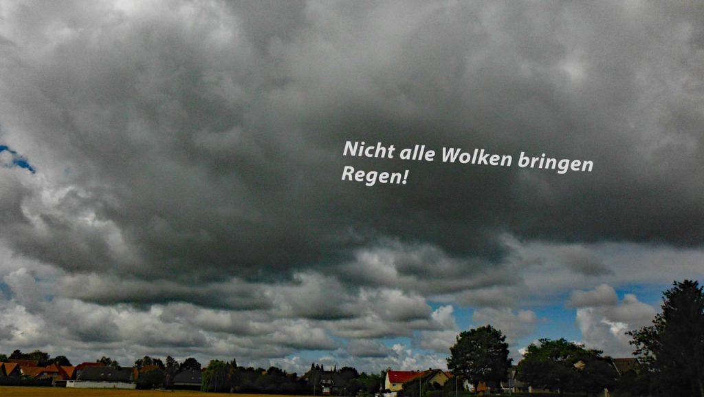 Nicht alle Wolken bringen Regen Zitat im Bild aus Holland