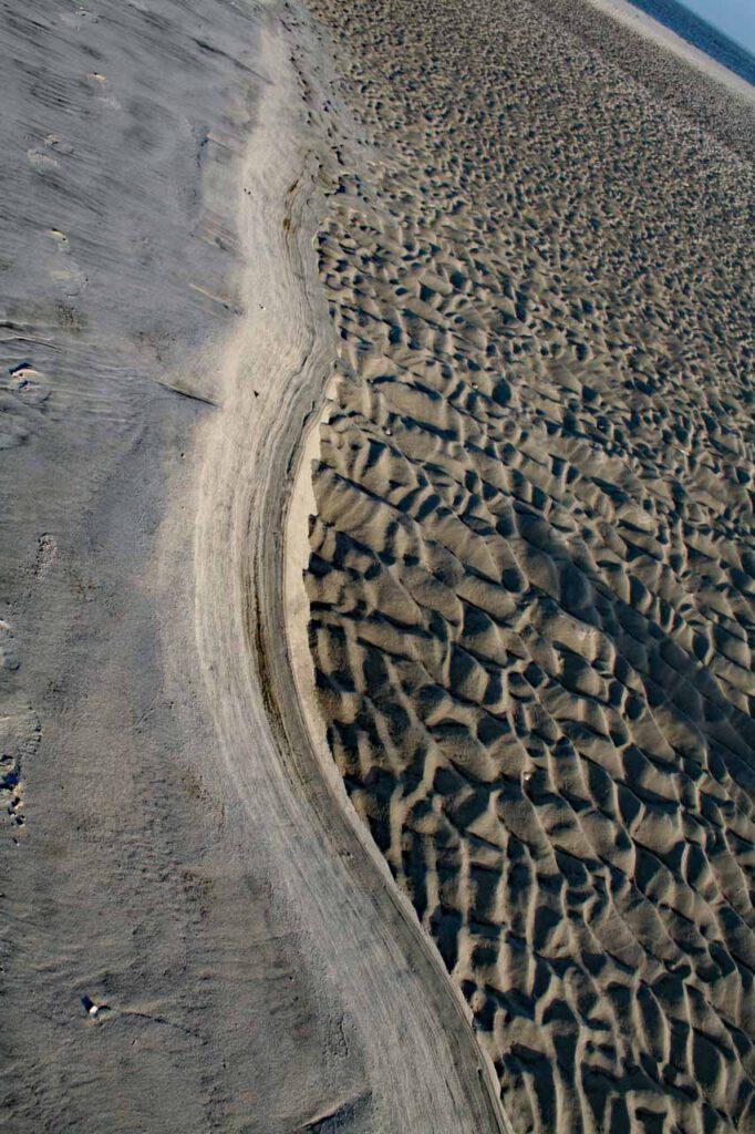 Strand und Wattenmeer und Horizont