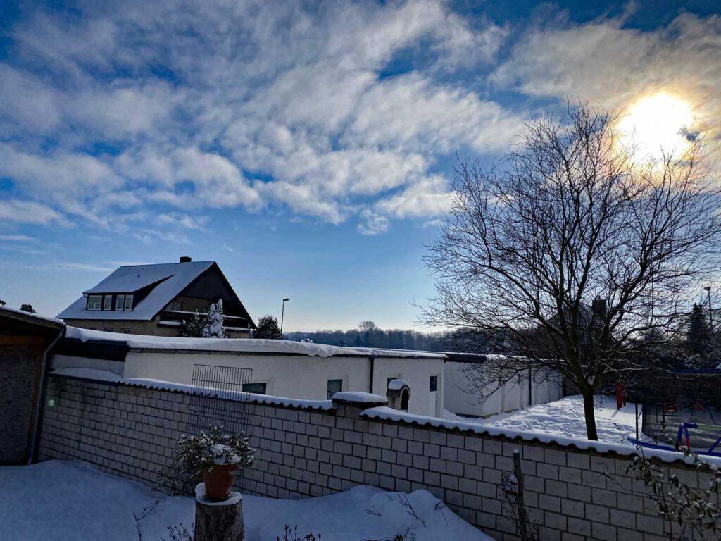 Winterhimmel und Sonne