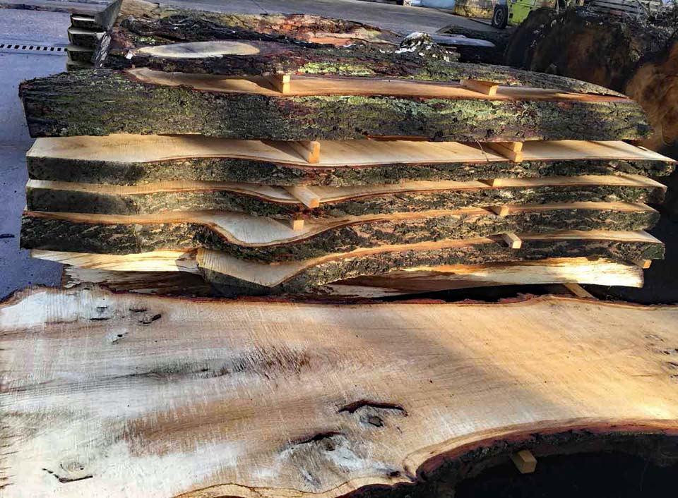 Eichenbohlen Massivholzstapel