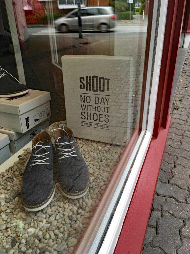 Schuhe oder Barfuß