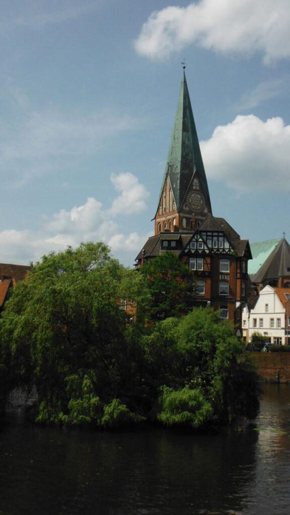 Der schiefe Turm von St. Johannis